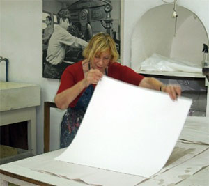 Prof. Ruth Weisberg at the Jerusalem Printmaking Workshop. Photo by Jaime Gesundheit